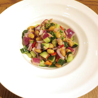 蒸し大豆とツナ、紫玉ねぎのサラダ
