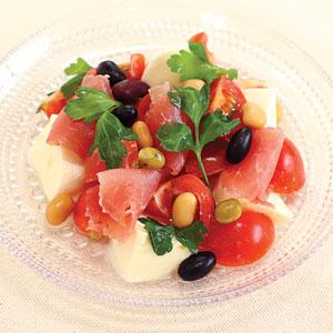 蒸し豆と生ハムのサラダ