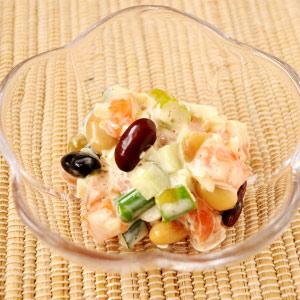 蒸し豆とサーモンのタルタルサラダ