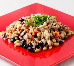 蒸し大豆ともち麦のにんにく風味のサラダ